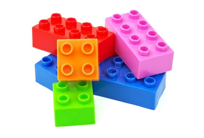 Blocos coloridos do plástico do brinquedo foto de stock