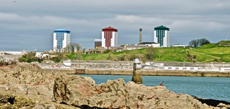 Blocos de apartamento em prédio alto modernos - Plymouth, Inglaterra imagem de stock royalty free