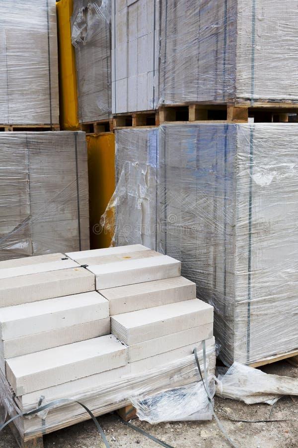 Download Blocos De Cimento Ventilados Branco Imagem de Stock - Imagem de construção, carro: 29847259
