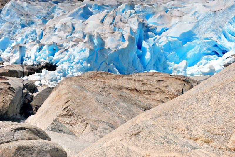 Blocos de gelo de surpresa de geleira de Nigardsbreen imagem de stock royalty free