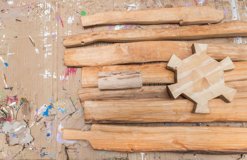 Blocos de madeira do brinquedo em uma tabela imagem de stock royalty free