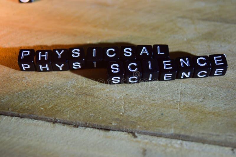 Blocos de madeira do conceito da CIÊNCIA de PHYSICSAL na tabela imagens de stock