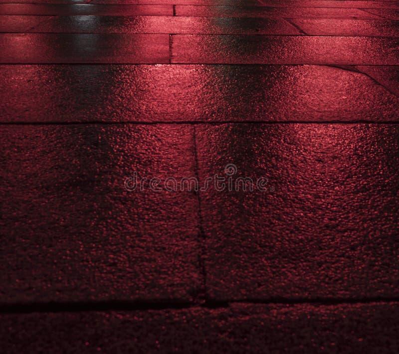 Blocos de pavimentação molhados vermelhos foto de stock royalty free