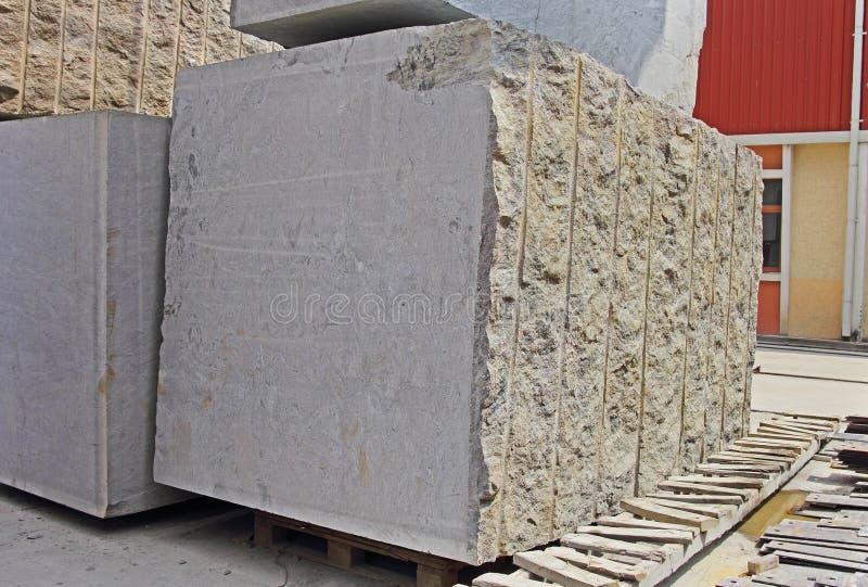 Blocos indianos enormes do granito para fazer lajes de revestimento imagem de stock royalty free