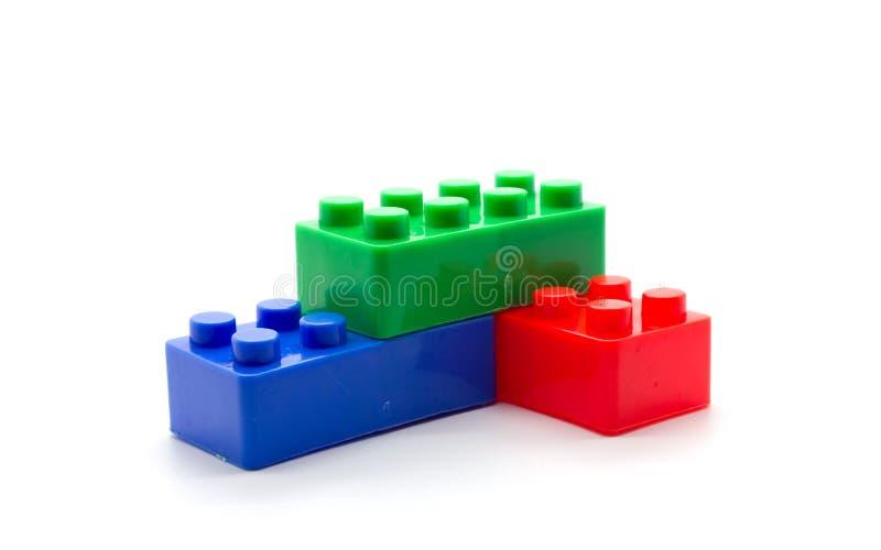 Blocs constitutifs en plastique de Lego sur le fond blanc photos stock