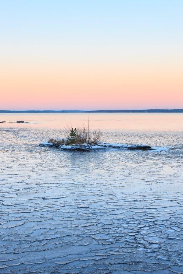 Download Blocs De Glace Sur Le Lac De Congélation Au Crépuscule Photo stock - Image du nature, scandinavia: 87702666