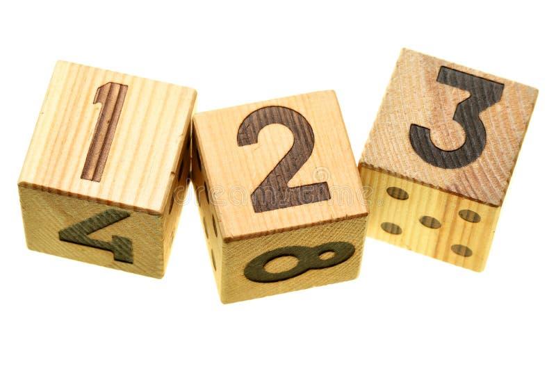 Blocs en bois avec des chiffres image libre de droits
