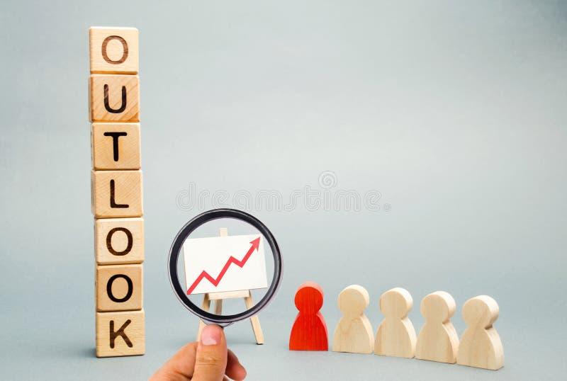 Blocs en bois avec le mot Outlook, le programme d'affaires et une ?quipe avec un chef Pr?vision r?ussie et affaires r?ussies images stock