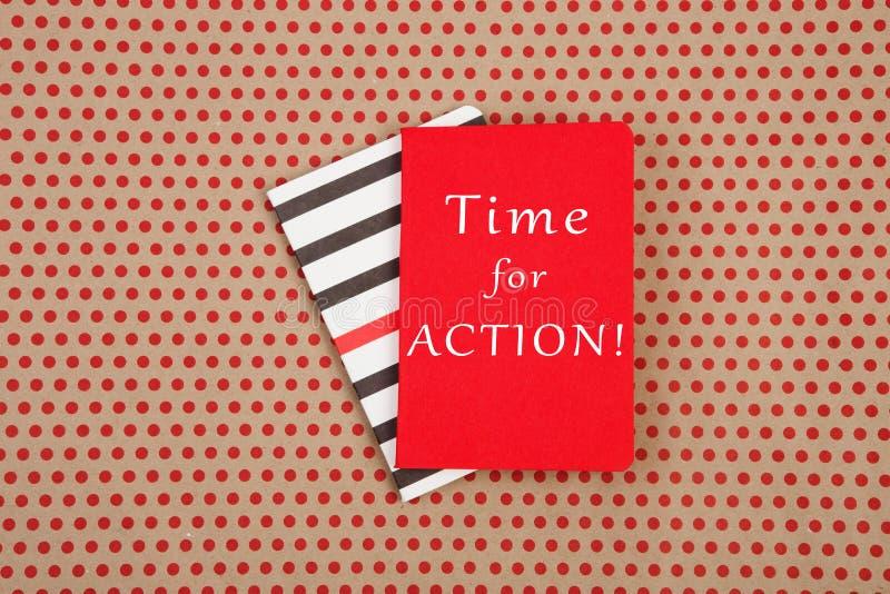 Blocs-notes avec le texte et le x22 ; Heure pour l'ACTION ! et x22 ; images libres de droits