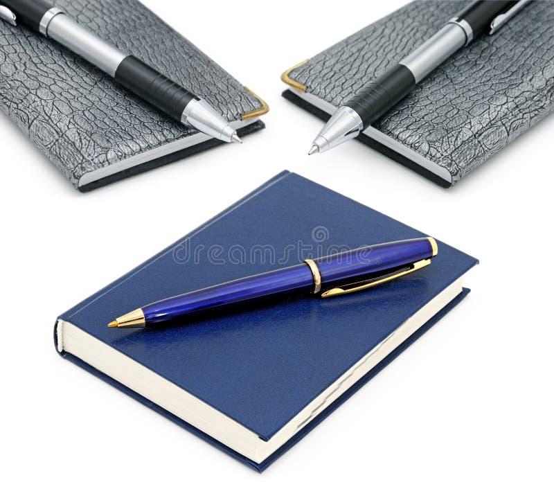 Blocs-notes et stylos bille images libres de droits
