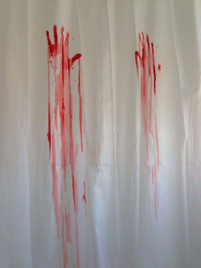 Blodiga handprints på duschgardinen royaltyfri fotografi
