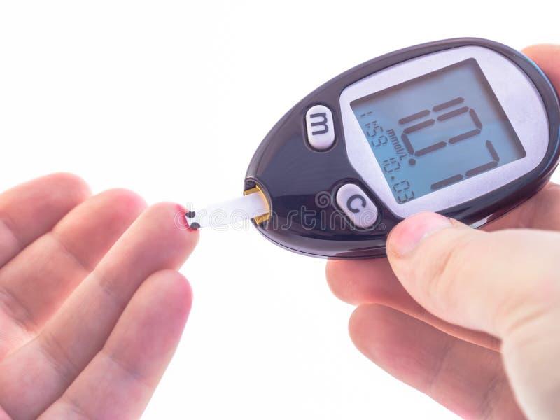 Blodprövkopia från diabetiska den högt bloodsugar manfingerspetsen arkivfoton