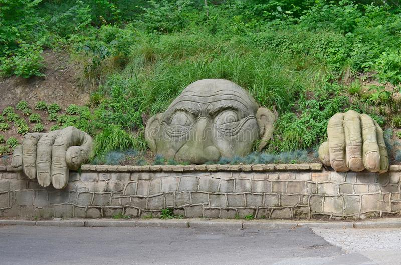 Bloederige parkowej van de standbeeldgeest, kuuroordpark, Kudowa Zdroj stock afbeelding