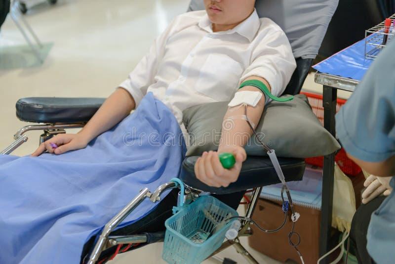 Bloedgever bij schenking stock afbeelding