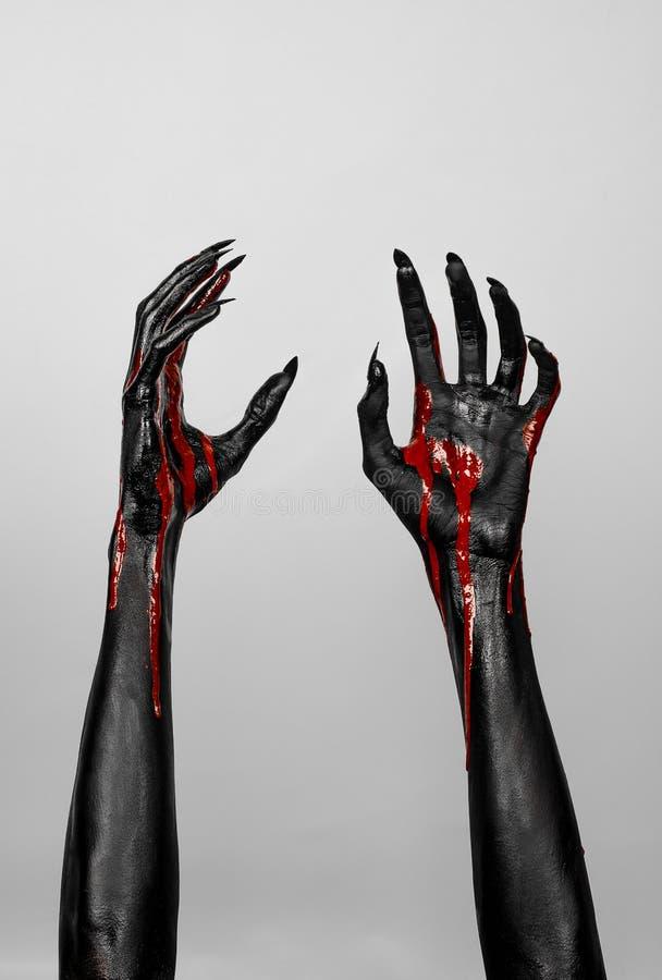 Bloedige zwarte dunne handen van dood royalty-vrije stock afbeeldingen