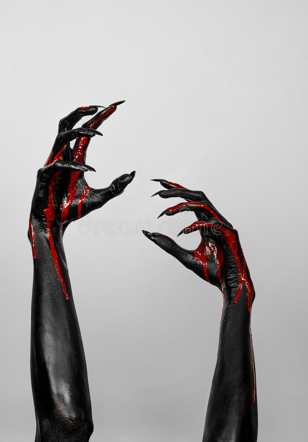 Bloedige zwarte dunne handen van dood stock afbeeldingen
