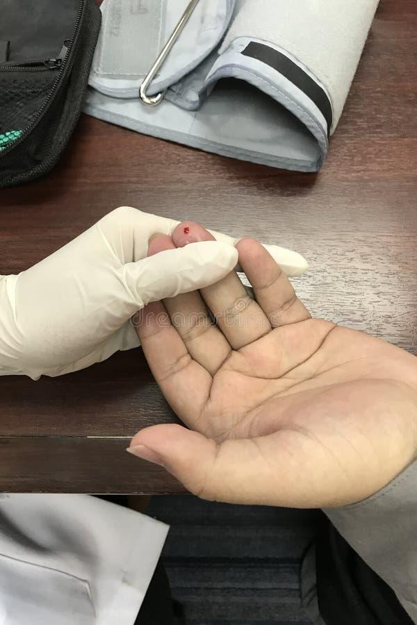 Bloedinzameling van test artsen medische persoon stock fotografie