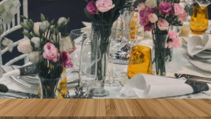 bloem op verfraaide lijst bij huwelijkspartij luxebanket Eleg stock fotografie