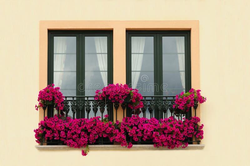 Bloemen balkon royalty-vrije stock foto