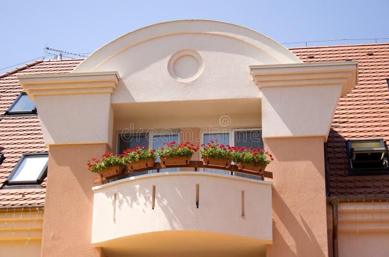 Bloemen bij balkon royalty-vrije stock foto