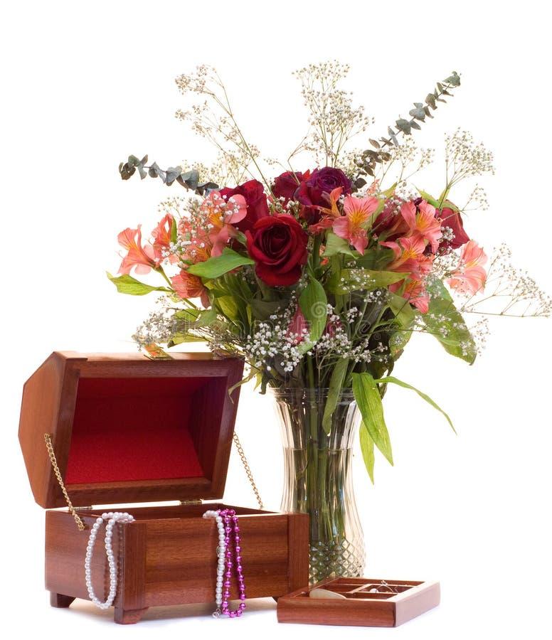 Bloemen en Juwelen stock afbeeldingen