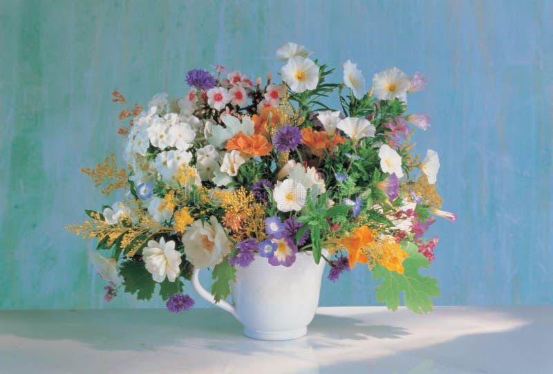 Bloemen en Kop royalty-vrije stock foto's