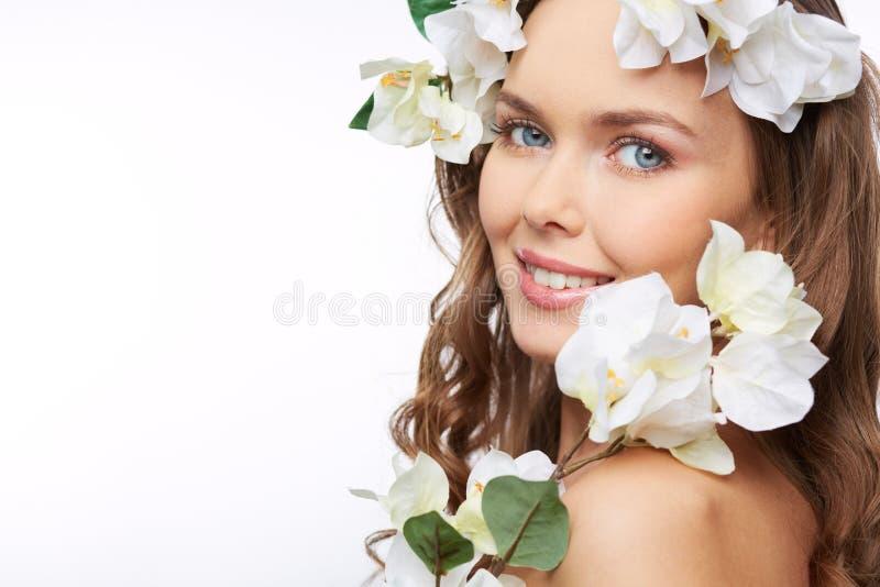 Bloemen in haar haar royalty-vrije stock foto's