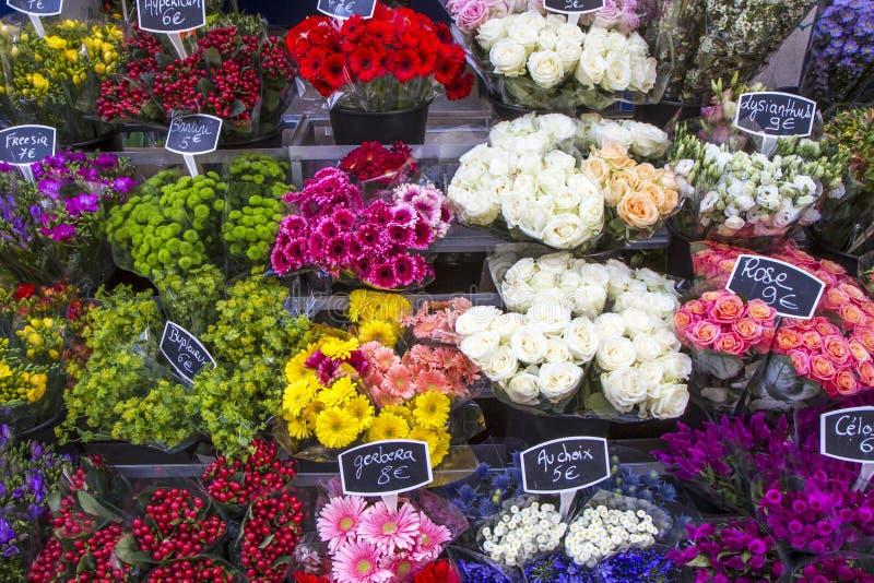Bloemen op een markt van Parijs, Frankrijk royalty-vrije stock fotografie