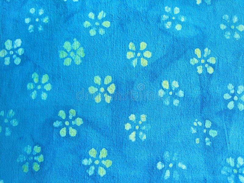 Bloemen op stof stock afbeelding