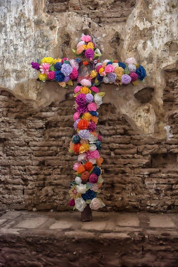 Bloemen van een kruis van Jesus royalty-vrije stock foto's