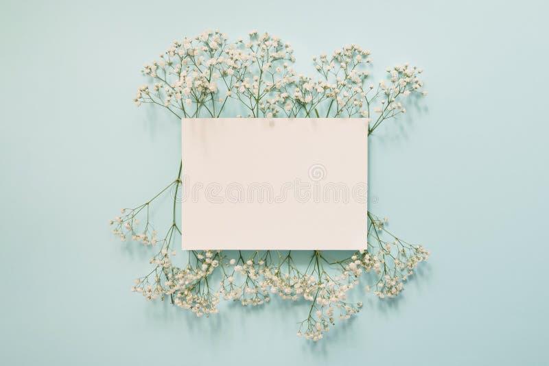 Bloemen wit kader stock foto