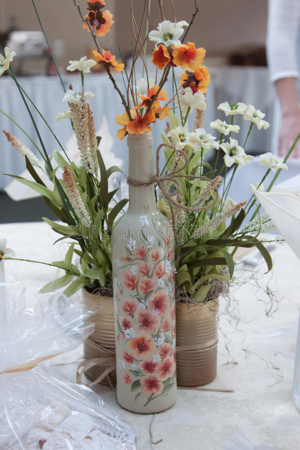 Download Bloemenbelangrijkst Voorwerp Stock Afbeelding - Afbeelding bestaande uit partij, fles: 39117545