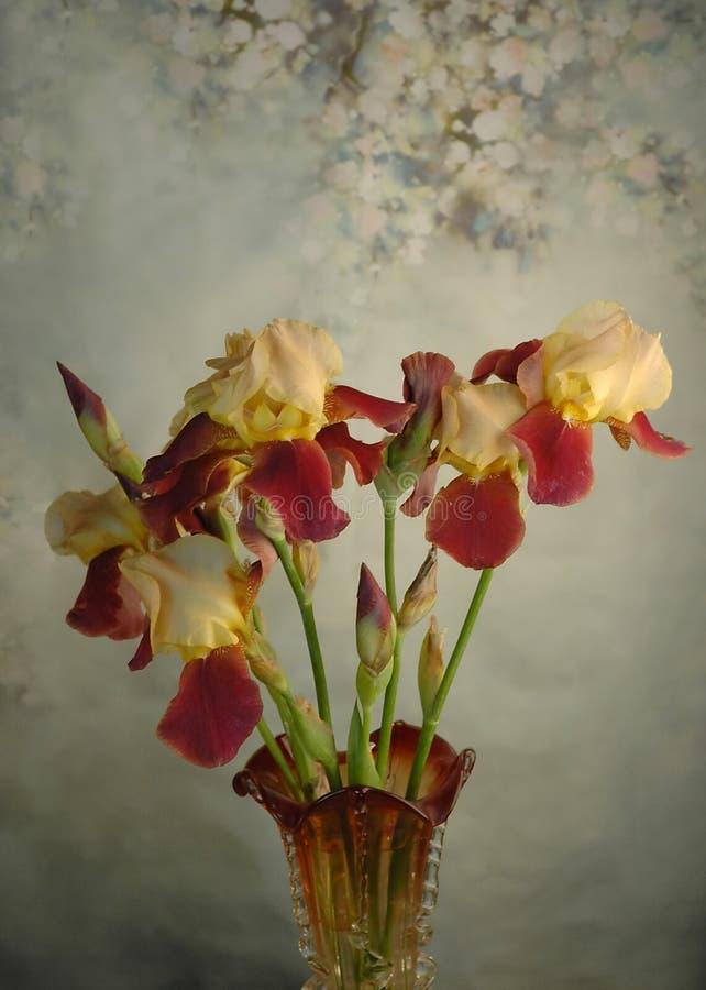 Bloemenboeket in vaas stock foto