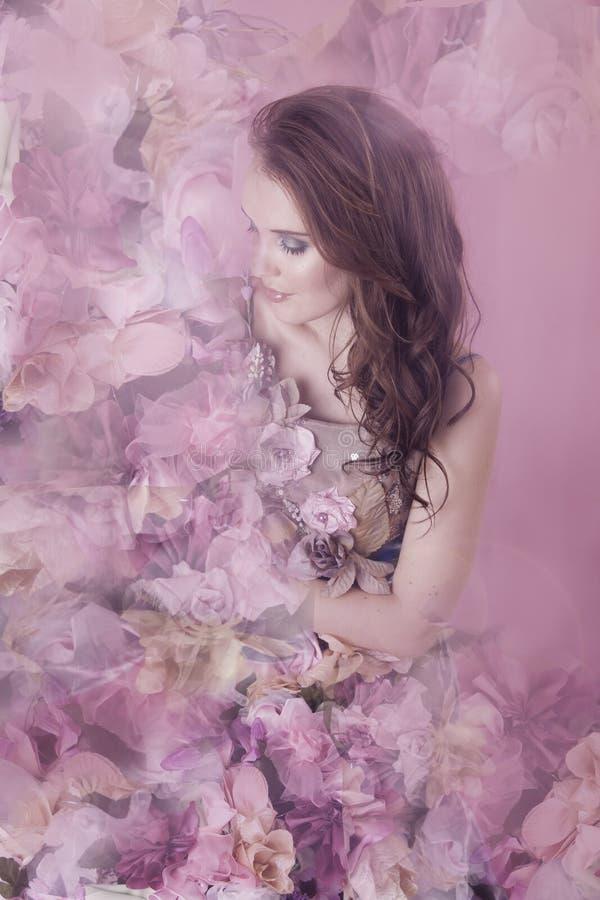 Bloemenfantasievrouw in roze royalty-vrije stock foto