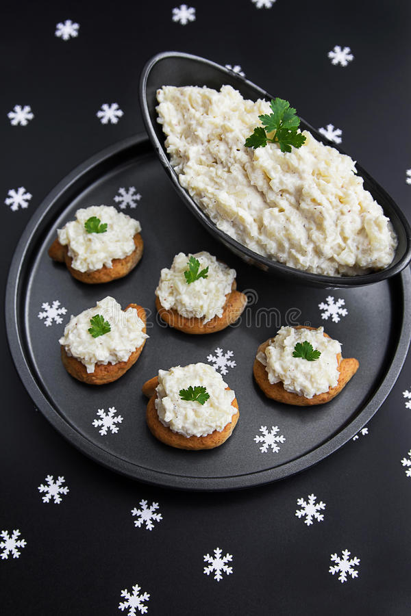 Bloemkool en mayonaisevoorgerechtsalade royalty-vrije stock afbeeldingen