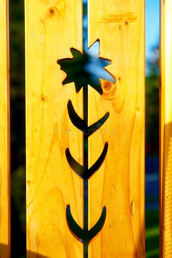 Bloempatroon op houten, Gele houten achtergrond royalty-vrije stock afbeelding
