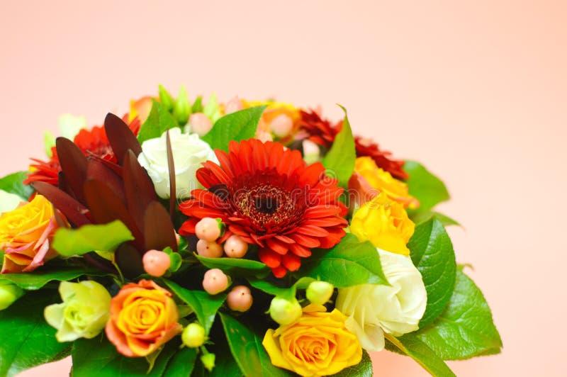 Bloemsamenstelling voor salon van bloemen stock foto's