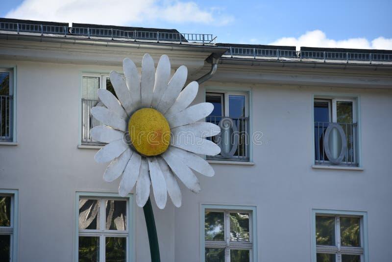 Bloemstandbeeld in Friedrichshain, Berlijn royalty-vrije stock foto's