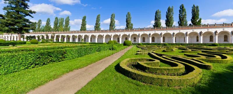 Bloemtuinen in Kromeriz, Tsjechische Republiek royalty-vrije stock afbeelding