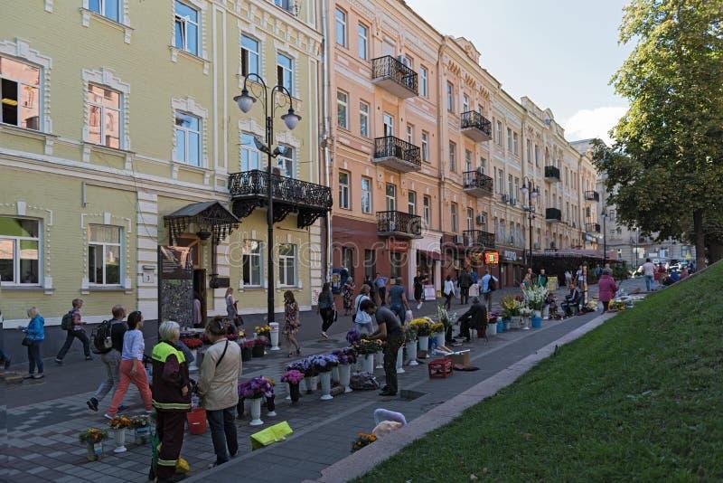 Bloemverkopers op Volodymyrska-Straat voor het Golden Gate stock fotografie