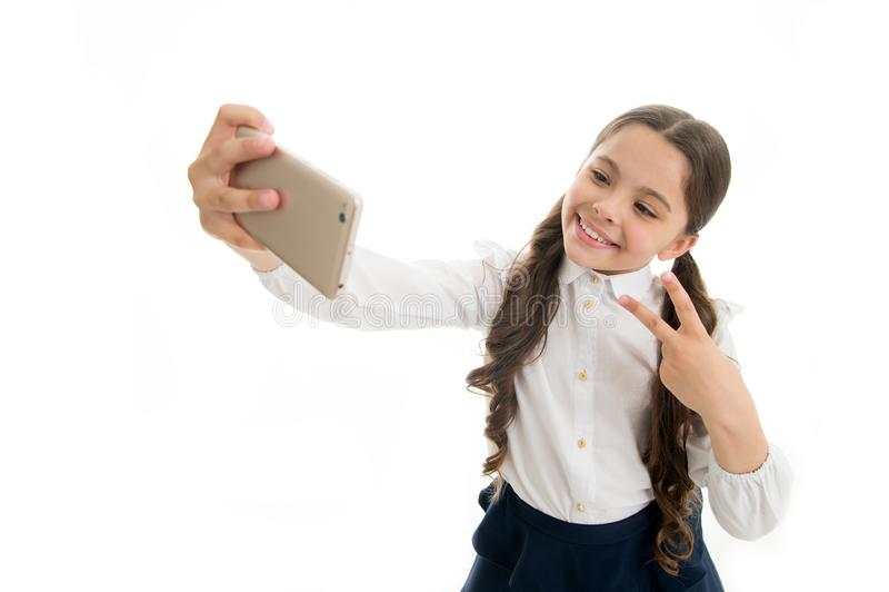 Blog το μικρό κορίτσι κάνει τη φωτογραφία για το προσωπικό blog της μοιραστείτε το σε απευθείας σύνδεση blog σας παιδική ηλικία b στοκ εικόνα με δικαίωμα ελεύθερης χρήσης