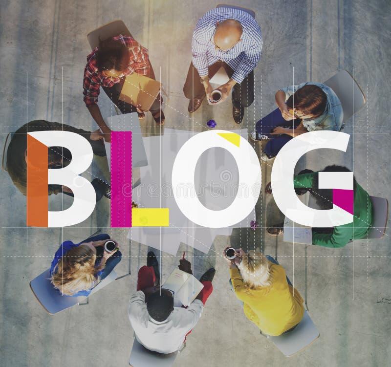 Blog, das zufriedenes homepage-Informations-Konzept anschließt stockfotos