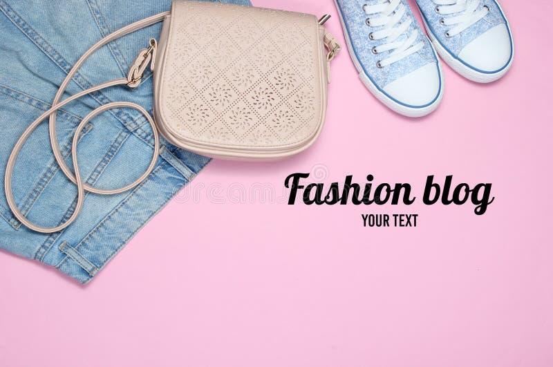 Blog de mode Women& à la mode x27 ; habillement de s, chaussures photo libre de droits