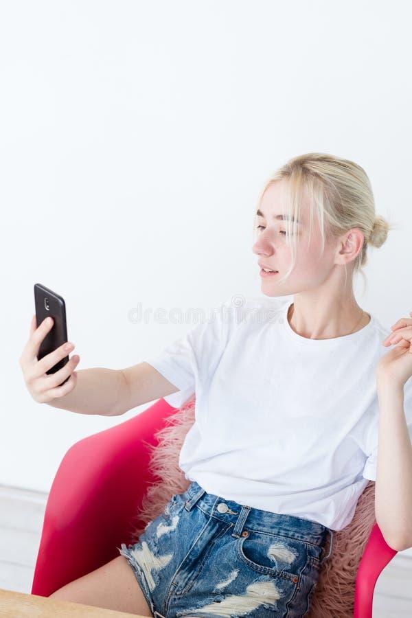 Blog die video mobiel telefoon sociaal netwerk stromen royalty-vrije stock afbeelding