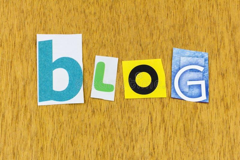 Blog en línea de los medios sociales de comunicación social de la empresa de mensaje de ventas ordenador de ventas imagen de archivo