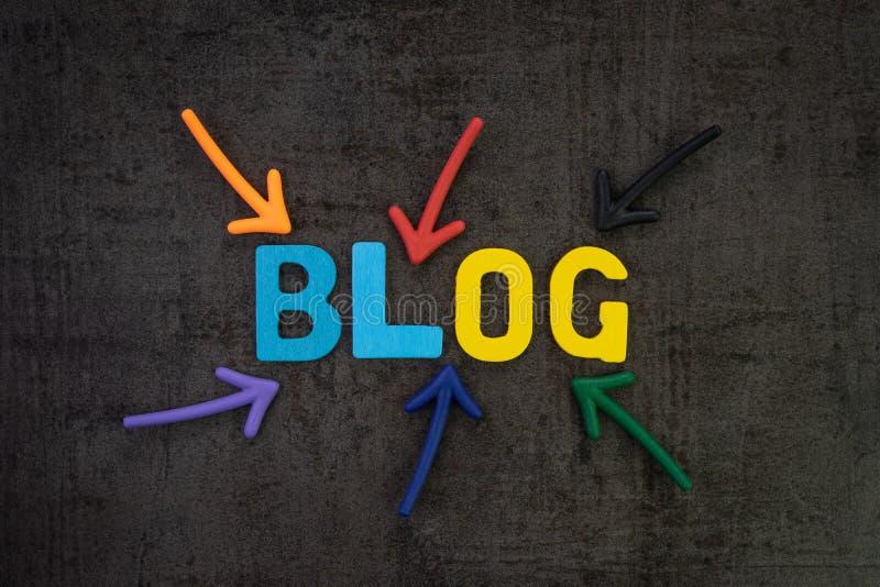 Blog, het online artikel van Weblogboeken en websiteconcept, kleurrijke arro stock foto