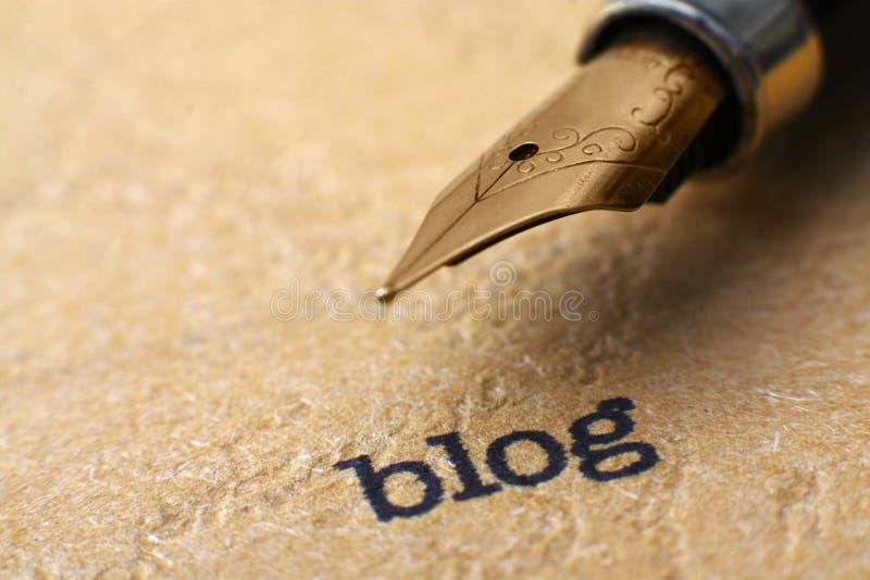 Blogg och penna arkivbilder