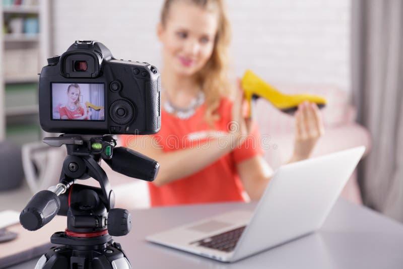 Blogger che parla del modo fotografie stock libere da diritti