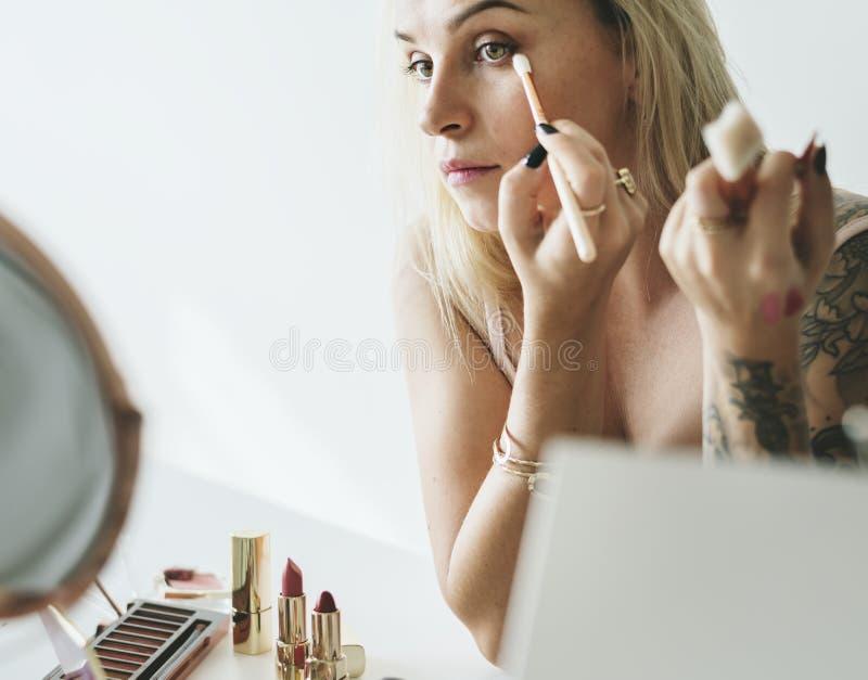 Blogger da beleza que faz o curso da composição foto de stock