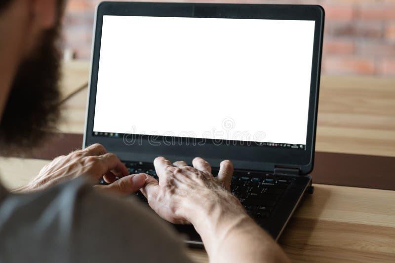 Blogger het sociale media laptop van het mensenwerk witte scherm stock foto